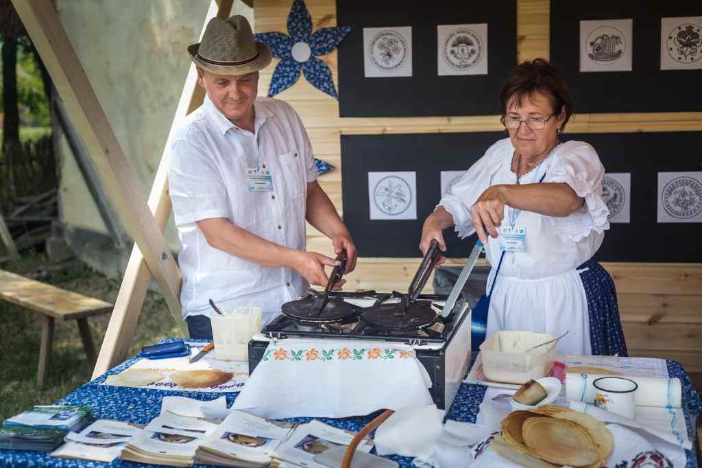 Az ostyasütés hagyománya Borsodnádasdon egyszerre gazdasági, kulturális, idegenforgalmi és közö